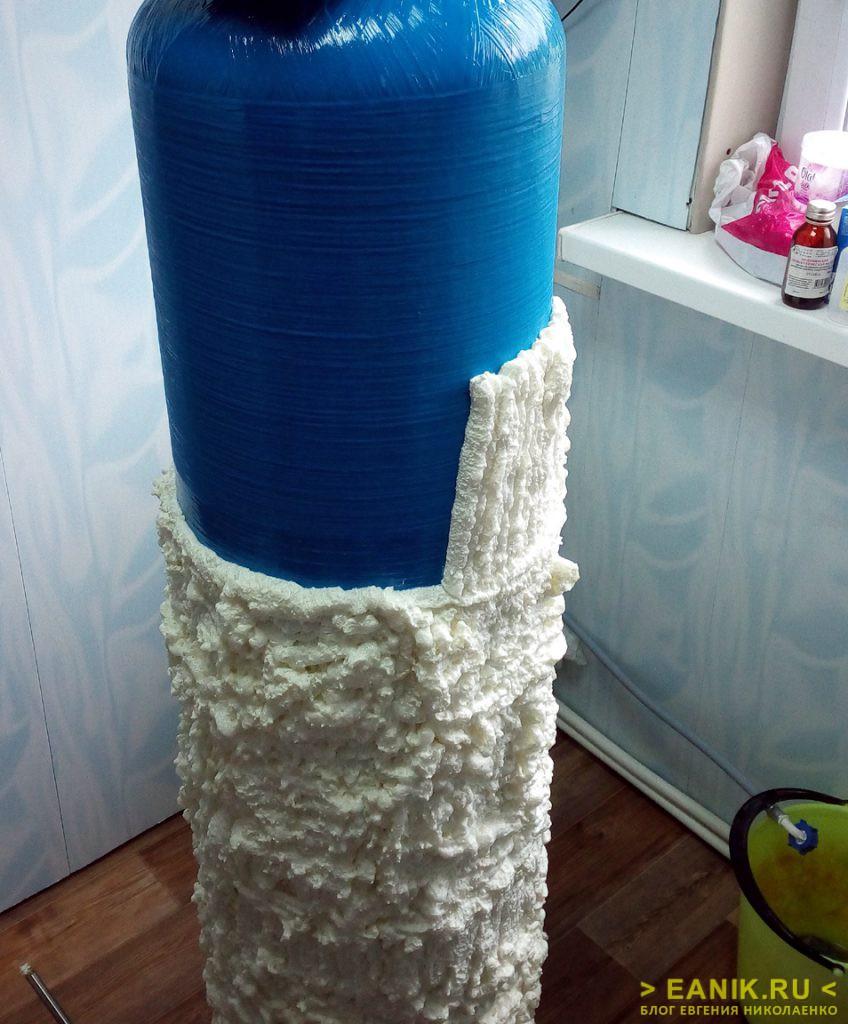 Нанесение монтажной пены на фильтрующую колонну